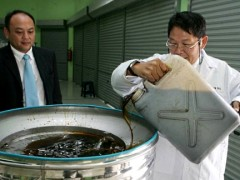 "The used cooking oil is poured into a filtration container for filtration, ""cleaning,"" deodorisation and bleaching. On the left is Frederick Deo. Photo courtesy: Sin Chew Daily"