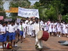 Another protests by students in Sri Lanka. The student demonstrators in Kandy I saw is consisted a musical band.