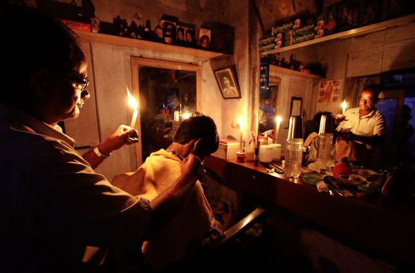 india-power-outage-barber-candes_57529_600x450