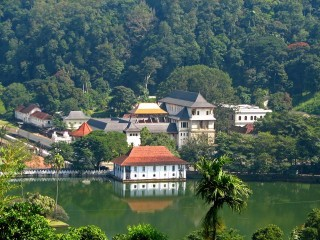 Sri-Lanka-Kandy-Temple-of-the-Tooth-640