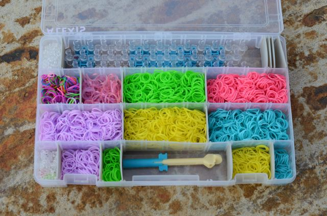 Rainbow-Loom-Organizer-that-fits-loom-bands-and-hook