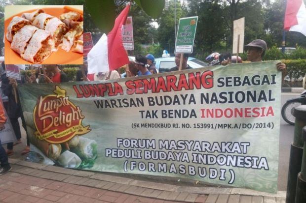 Protest being held outside of Malaysia embassy in Indonesia. (Inset) One of Malaysia favourite cuisine, popiah. - Photo courtesy of @dzahrain Twitter account